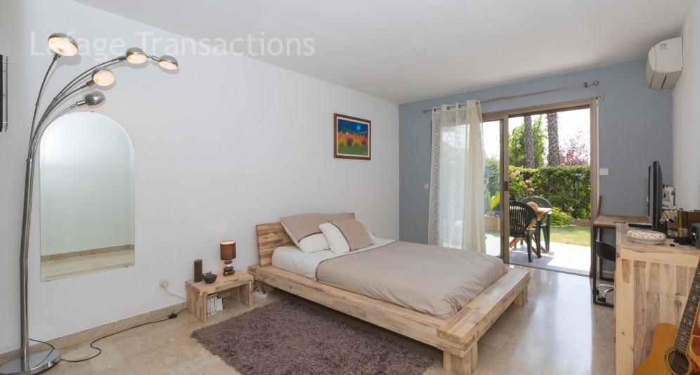 nice ouest 3 pieces a vendre de 75m2 avec jardin de 140m2 piscine et tennis garage. Black Bedroom Furniture Sets. Home Design Ideas