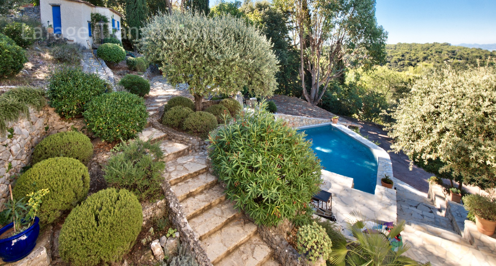 Nice grande corniche villa a vendre de 230 m2 vue panoramique terrain de 3655 m2 piscine - Piscine pente terrain nice ...