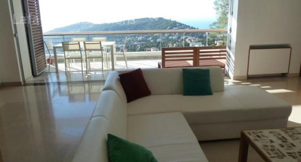 villefranche sur mer le castellet beau 4 5 pieces meuble dans une maison au dernier etage. Black Bedroom Furniture Sets. Home Design Ideas